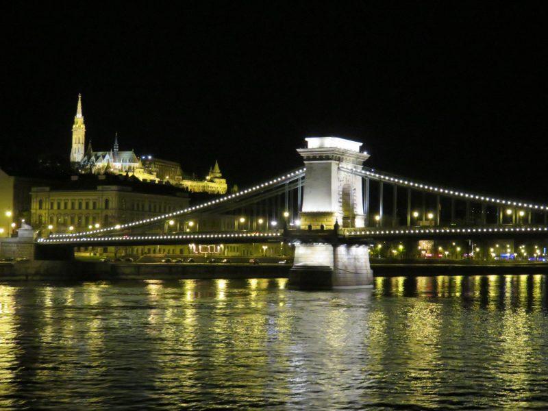 img_0247-budapest-bei-nacht-kettenbruecke