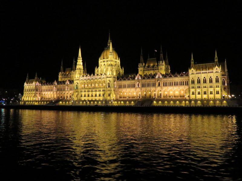 img_0256-budapest-bei-nacht-parlament
