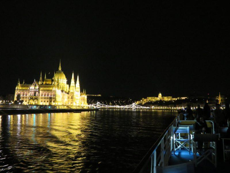 img_0260-budapest-bei-nacht-ausfahrt